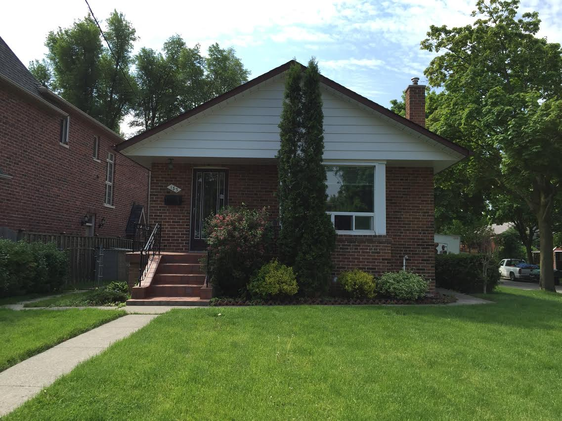 MINT CONDITION BUNGALOW NEAR 401 & YONGE IN NORTH YORK