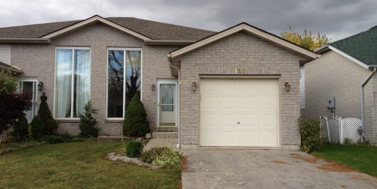 Stunning Raised Ranch Semi In Sought After South Windsor