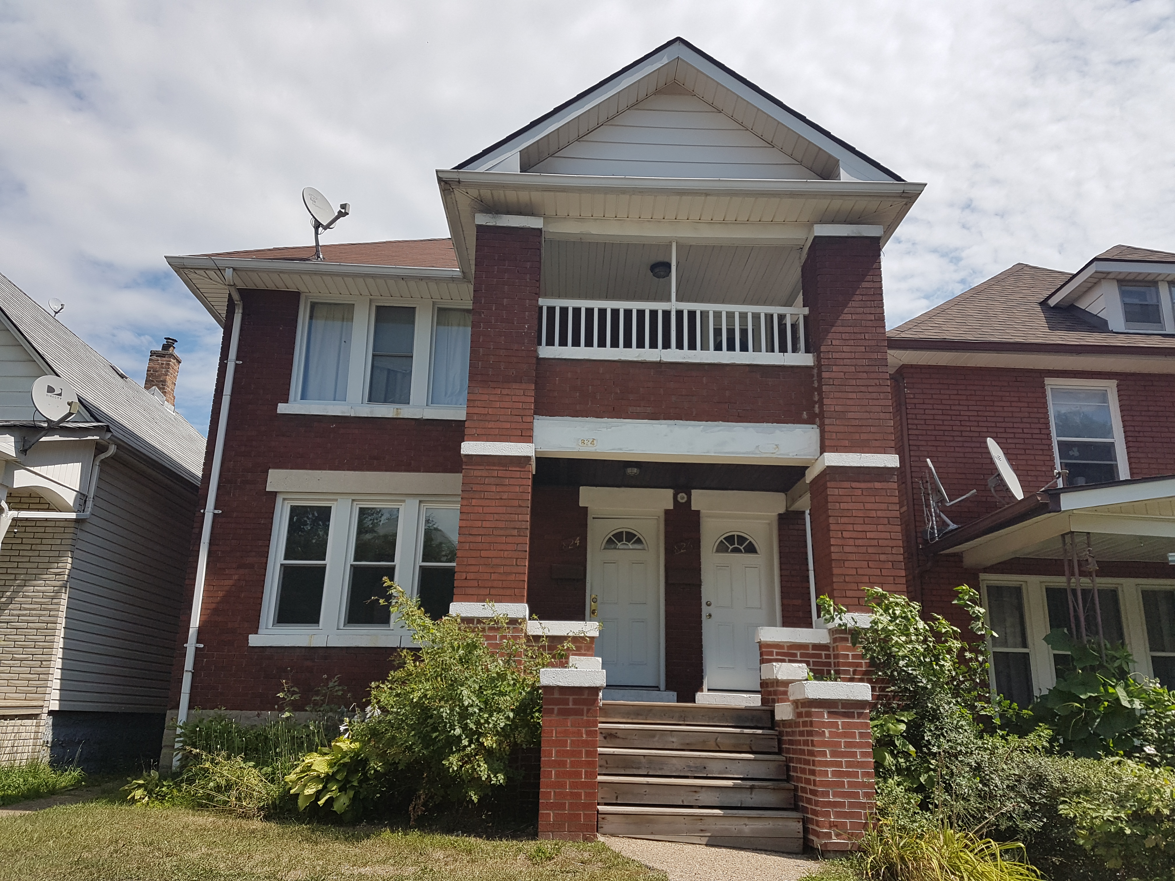 GORGEOUS UPPER UNIT FEATURING 2 BEDROOMS IN GREAT LOCATION!