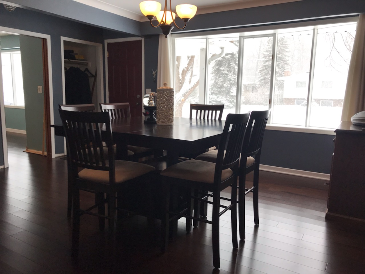 BEAUTIFULLY FURNISHED AND UPDATED RANCH WITH GOURMET KITCHEN IN LASALLE
